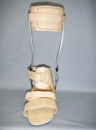 金属支柱付短下肢装具